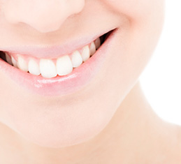whiten teeth with tooth bleaching in Derry NH