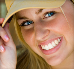 fix a crooked smile with a dental veneer in Derry NH and Londonderry